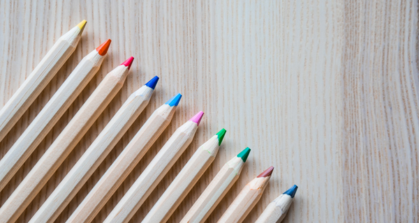 https://picjumbo.com/colored-pencils-in-a-row-3/ Symbolbild Schule. Quelle: picjumbo.com. Fotograf: Viktor Hanacek.
