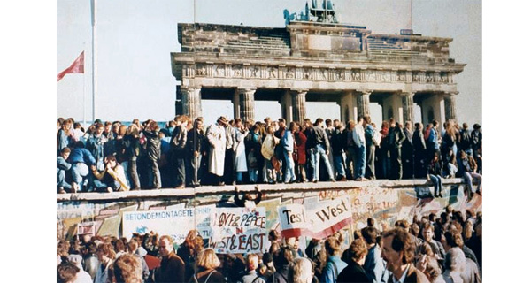 Der Fall der Berliner Mauer 1989. Quelle: Wikimedia / Lear 21 at English Wikipedia, CC BY-SA 3.0.
