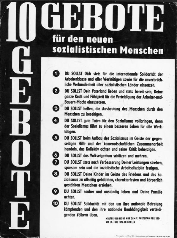 1958: 10 Gebote für den neuen sozialistischen Menschen. Quelle: Bundesarchiv, Bild 183-57163-0001 / CC-BY-SA 3.0